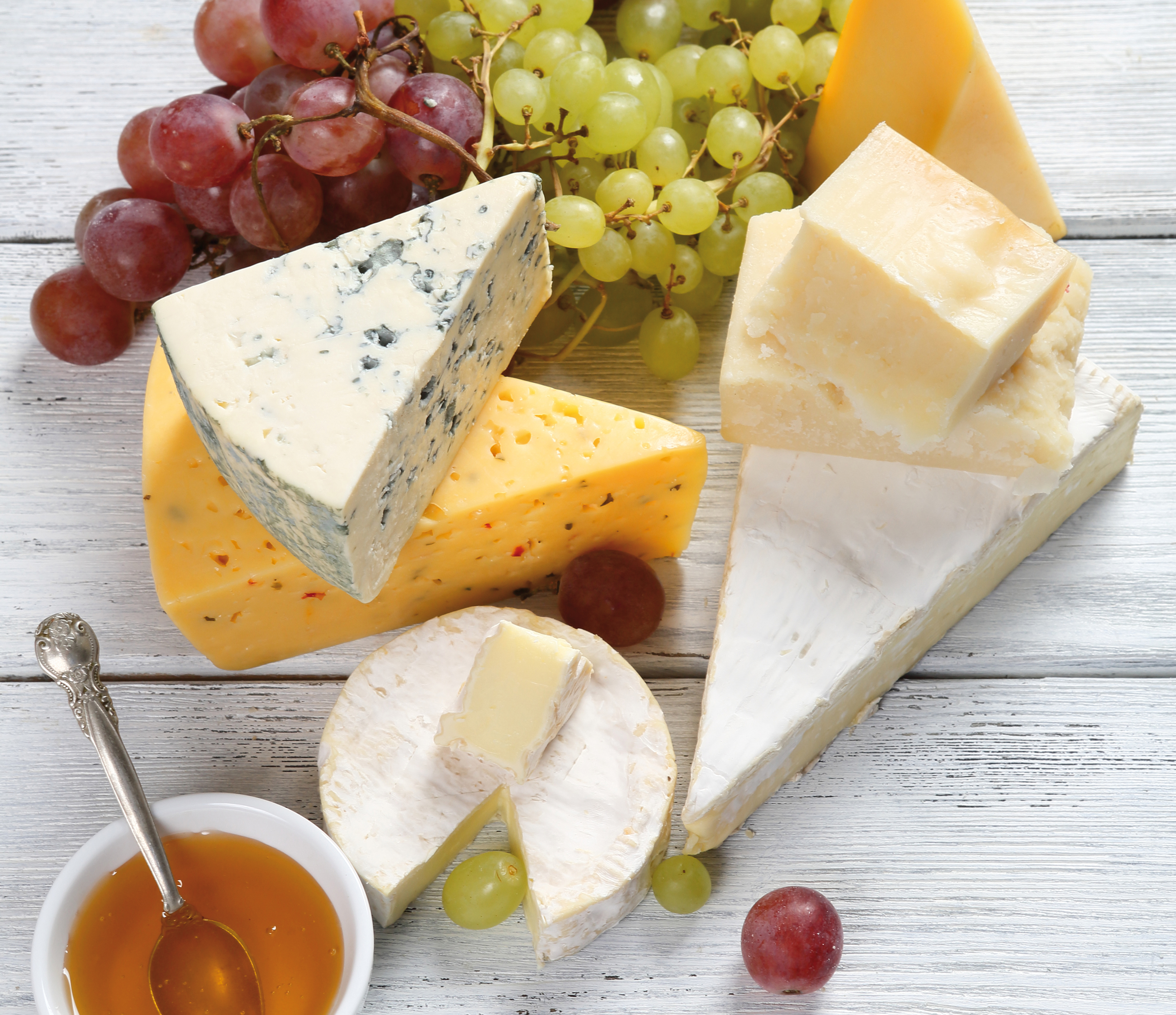 636591205397591596Assorted-cheeses-with-grapes-and-honey-000060582676_Large.jpg