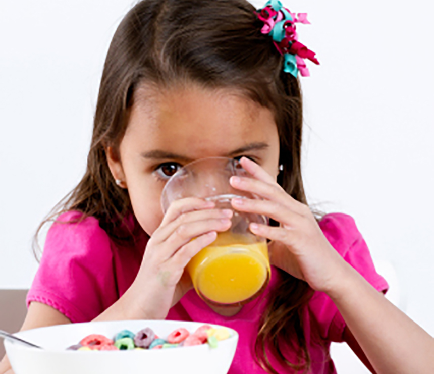 636779691866704589child drink juice girl.jpg