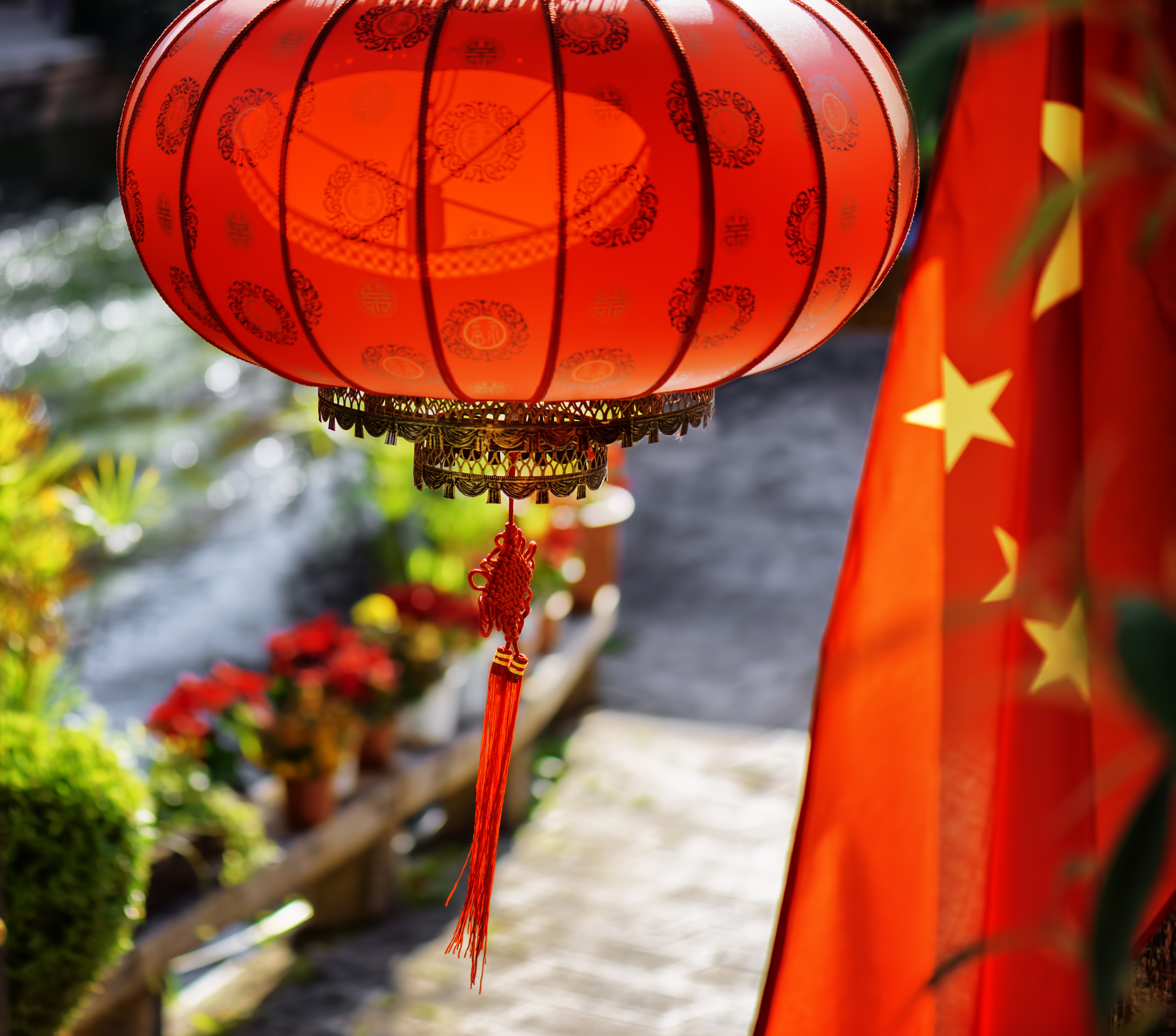 636850566705983648The-national-flag-of-China-and-traditional-Chinese-red-lantern-686614436_4000x3525.jpeg