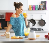 636718394768713899woman smoothie juice.jpg